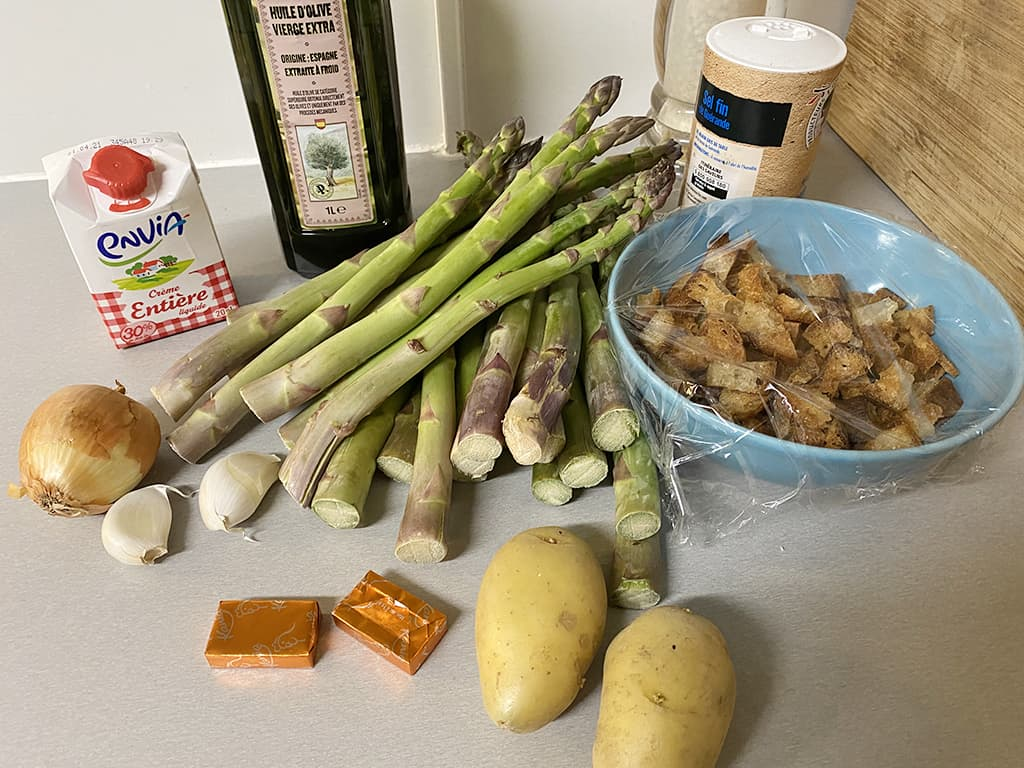 Green asparagus soup ingredients