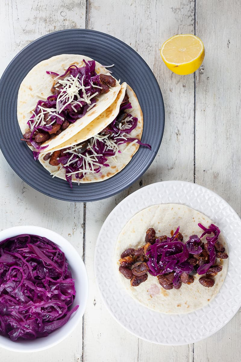 Mini tortillas with beans and red cabbage