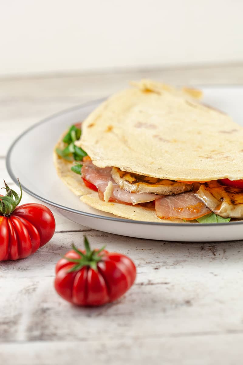 Piadina with tomato and grilled eggplant