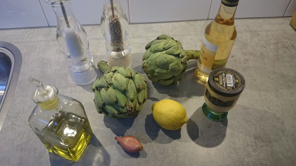 Artichoke with shallot ingredients