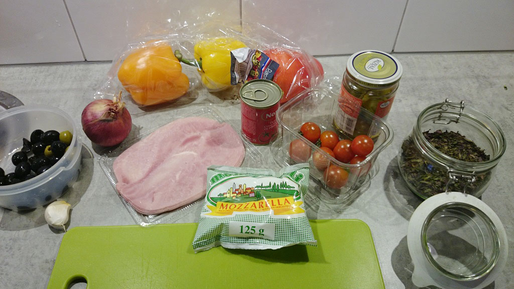 Pizza mozzarella with ham and peppers ingredients
