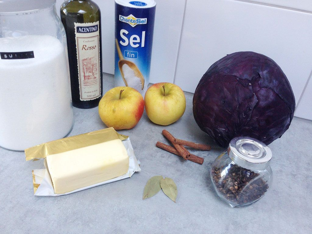 Braised red cabbage ingredients