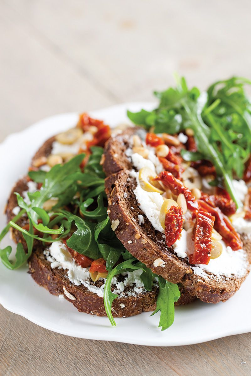 Goat cheese and sun-dried tomatoes sandwich