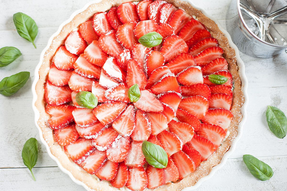 Strawberry basil pie
