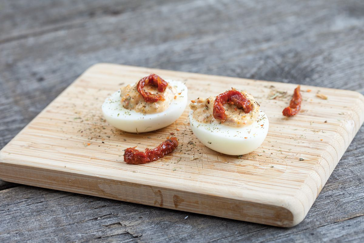 Sun-dried tomatoes deviled eggs