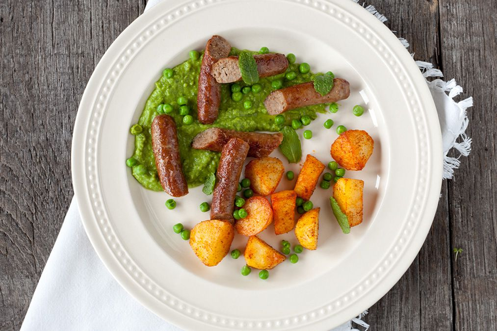 Lamb sausages with minted pea puree - ohmydish.com