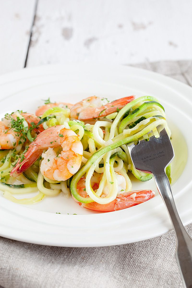 Courgette spaghetti with shrimp and coconut