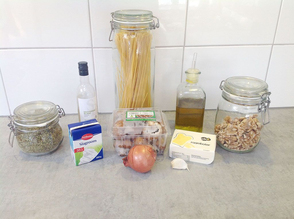 Pasta with mushroom sauce ingredients