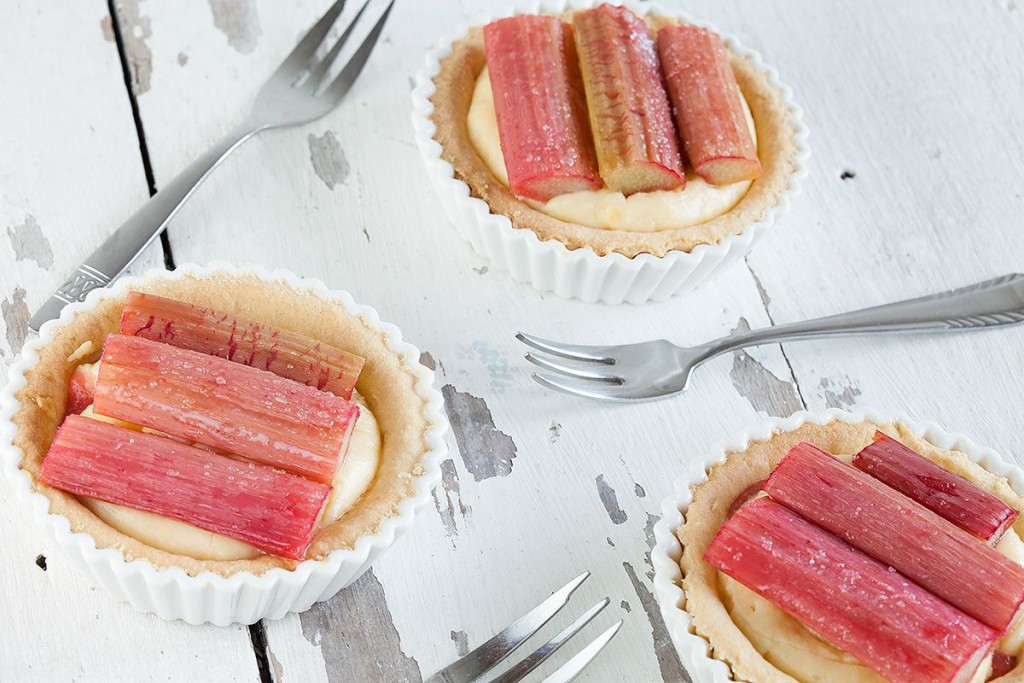 Rhubarb and custard tartlets