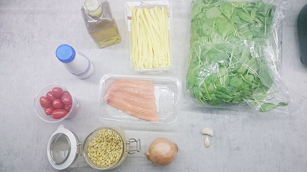 Creamy salmon and spinach tagliatelle ingredients