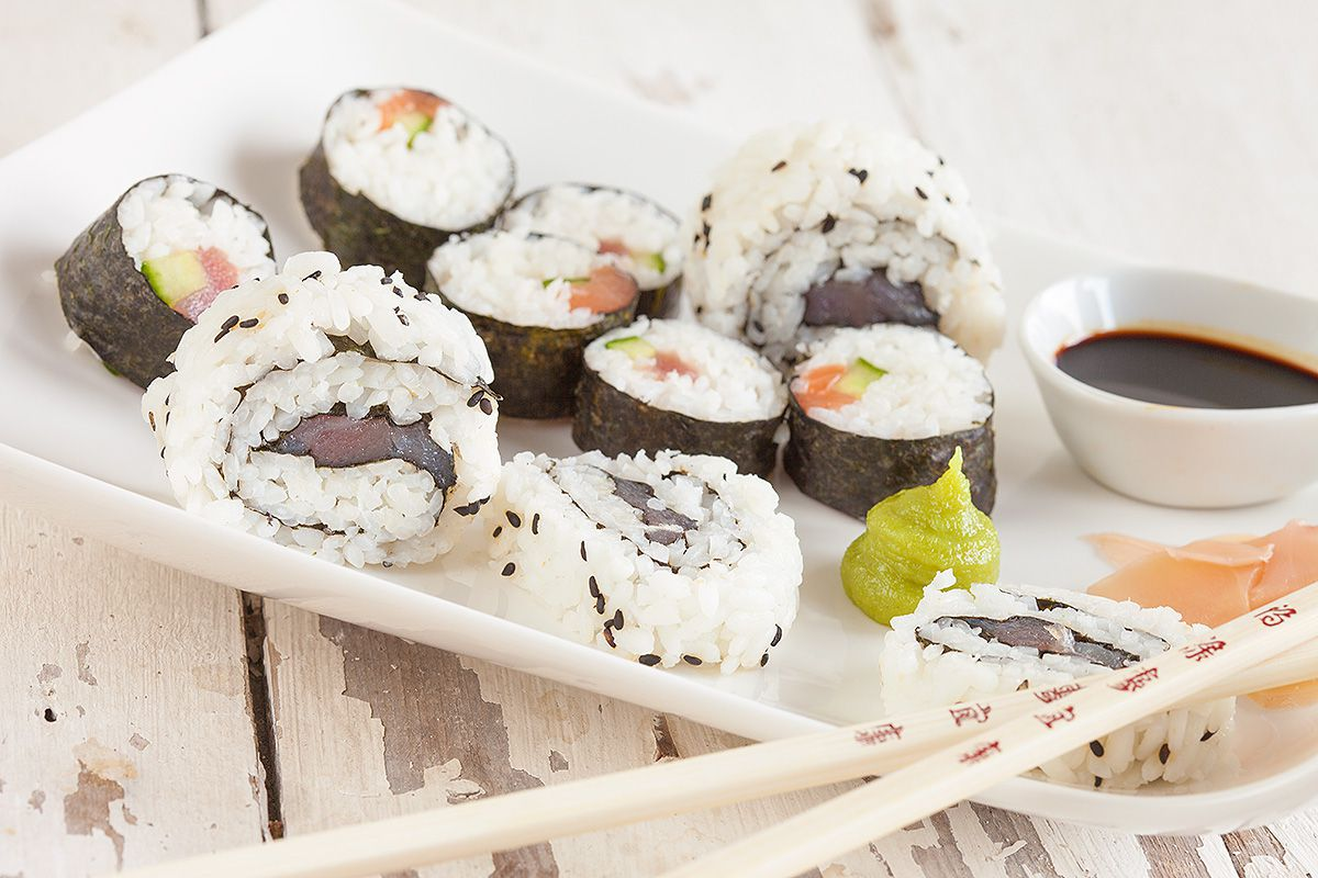 how to make sushi at home without bamboo mat