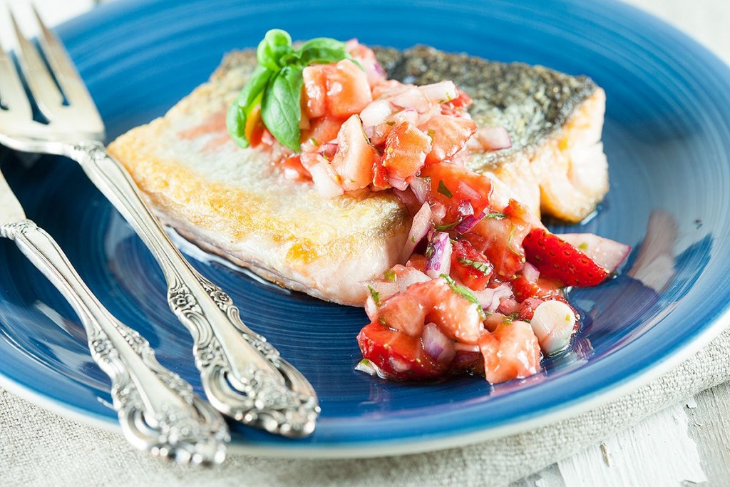 Baked salmon with strawberry salsa