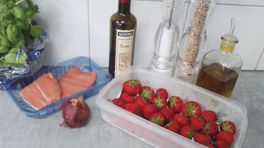 Baked salmon with strawberry salsa ingredients