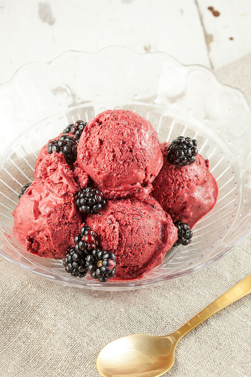 Blackberry ice cream - ohmydish.com