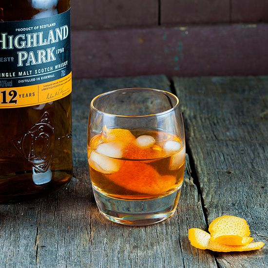 Old Fashioned whiskey drink