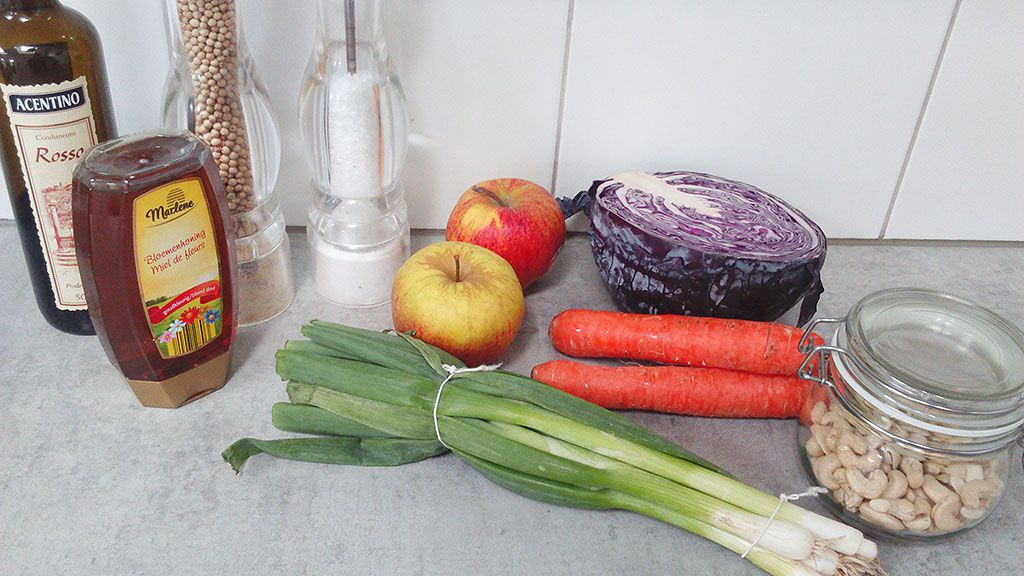 Red cabbage and carrot slaw ingredients