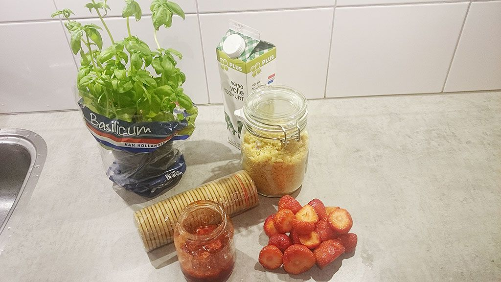 Strawberry yogurt dessert ingredients