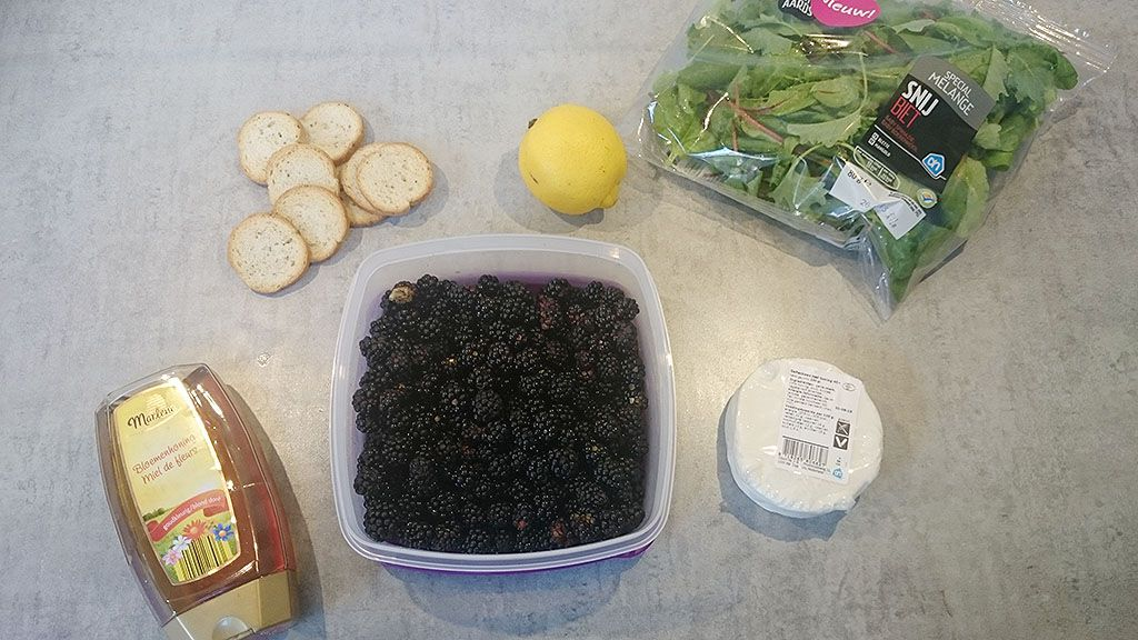 Wild blackberry crostini with goat cheese ingredients
