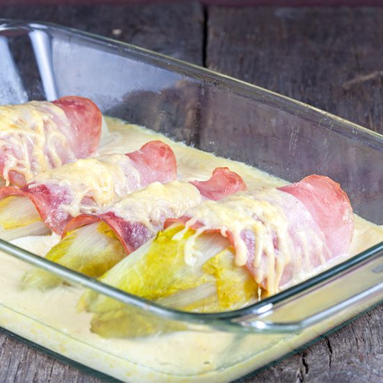 Chicory with ham and cheese sauce