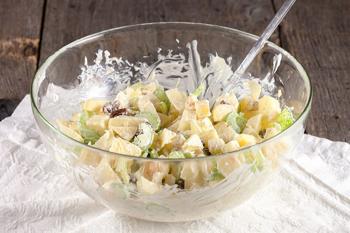 Crunchy apple salad