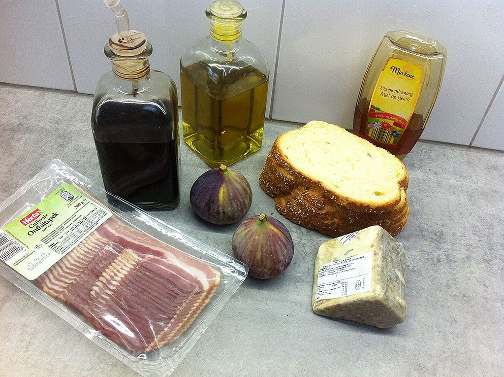 Figs bacon and blue cheese sandwich ingredients