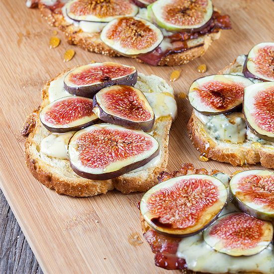 Figs bacon and blue cheese sandwich square - Figs, bacon and blue cheese grilled sandwich