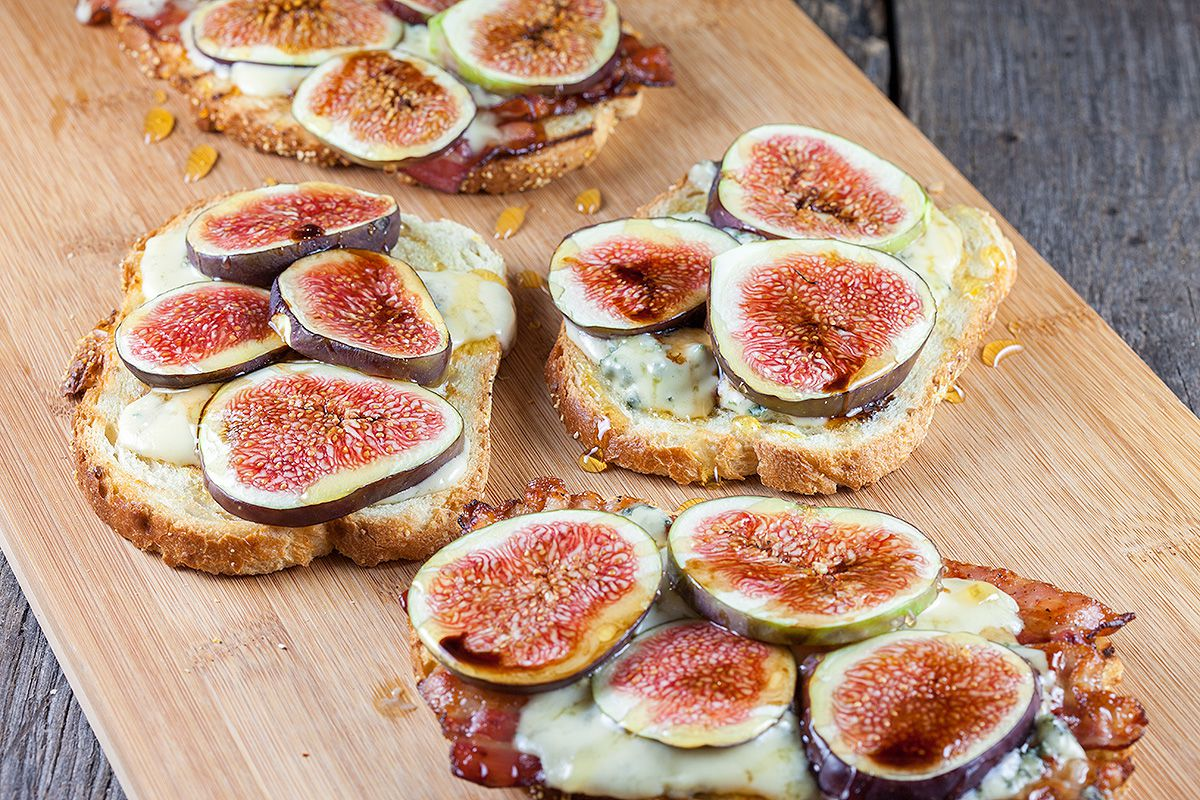 Figs, bacon and blue cheese grilled sandwich