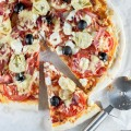 Goat cheese and tomato pizza 120x120 - Fried goat cheese salad