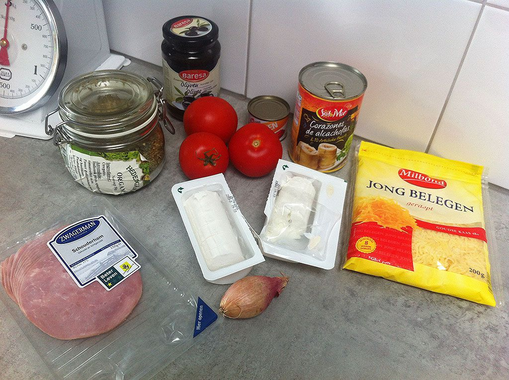Goat cheese and tomato pizza ingredients - Goat cheese and tomato pizza