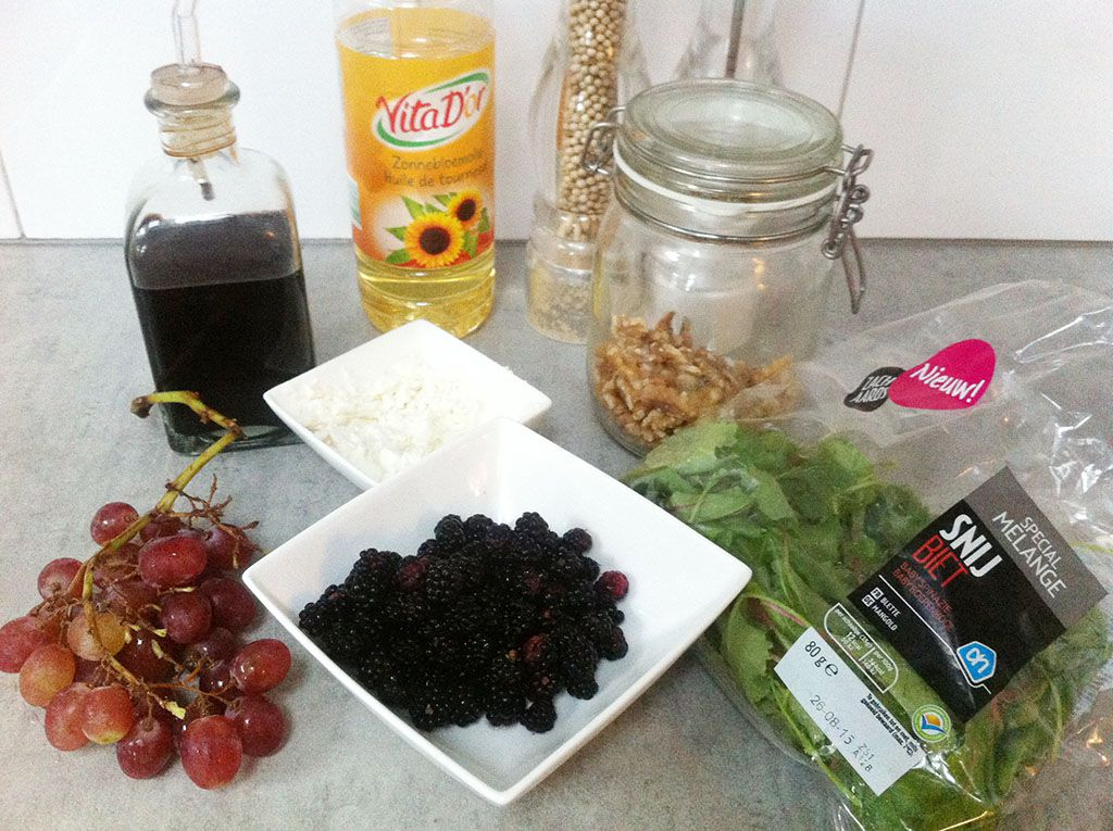 Wild blackberry salad ingredients