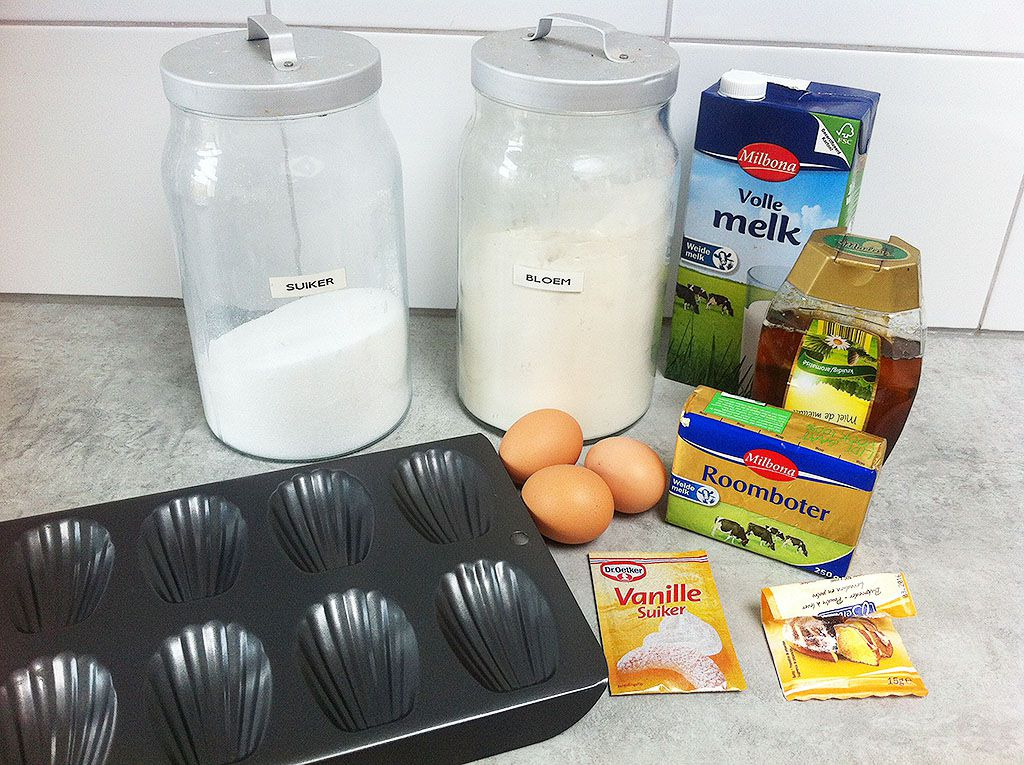 Classic French madeleines ingredients