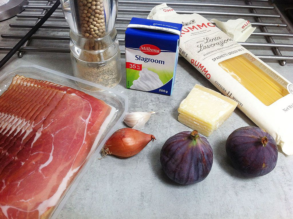 Figs and ham pasta ingredients
