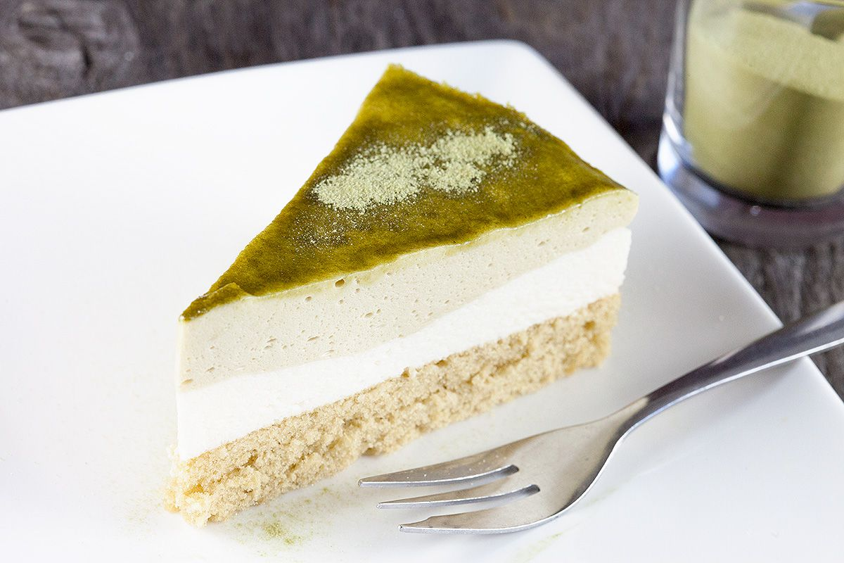 Green tea matcha mousse pie