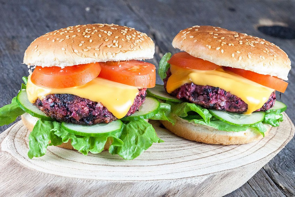 Roasted red beet burger (vegan)
