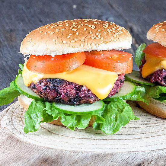 Roasted red beet burger square - Roasted red beet burger (vegan)