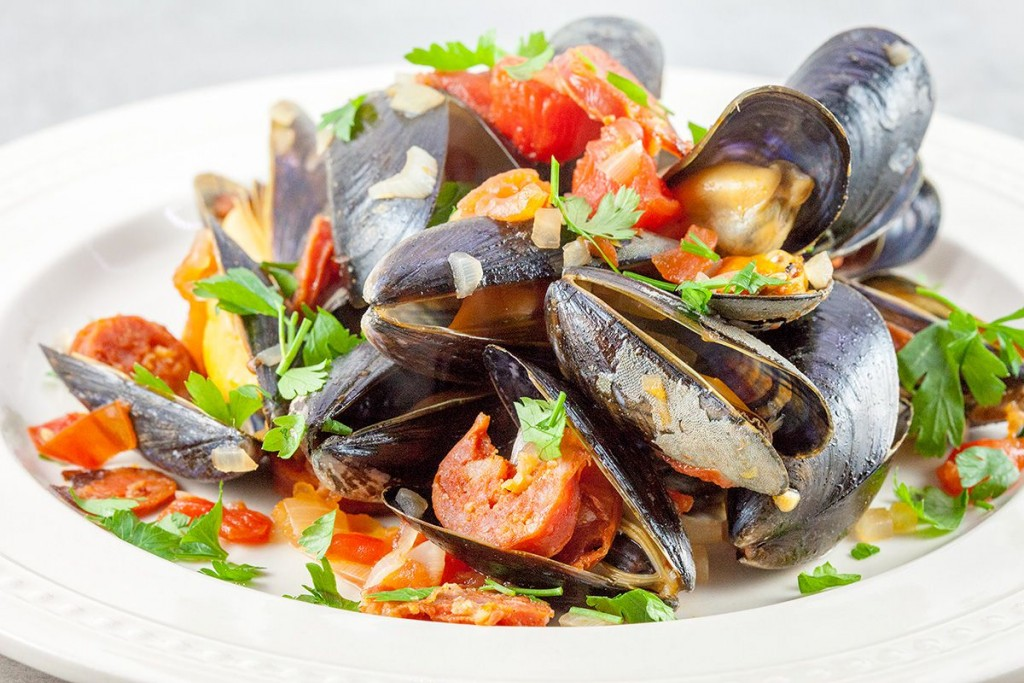 Spanish mussels in chorizo and wine sauce