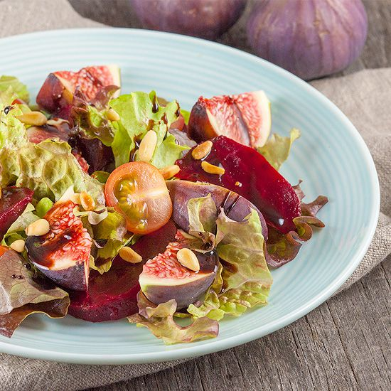 Red beet with figs salad