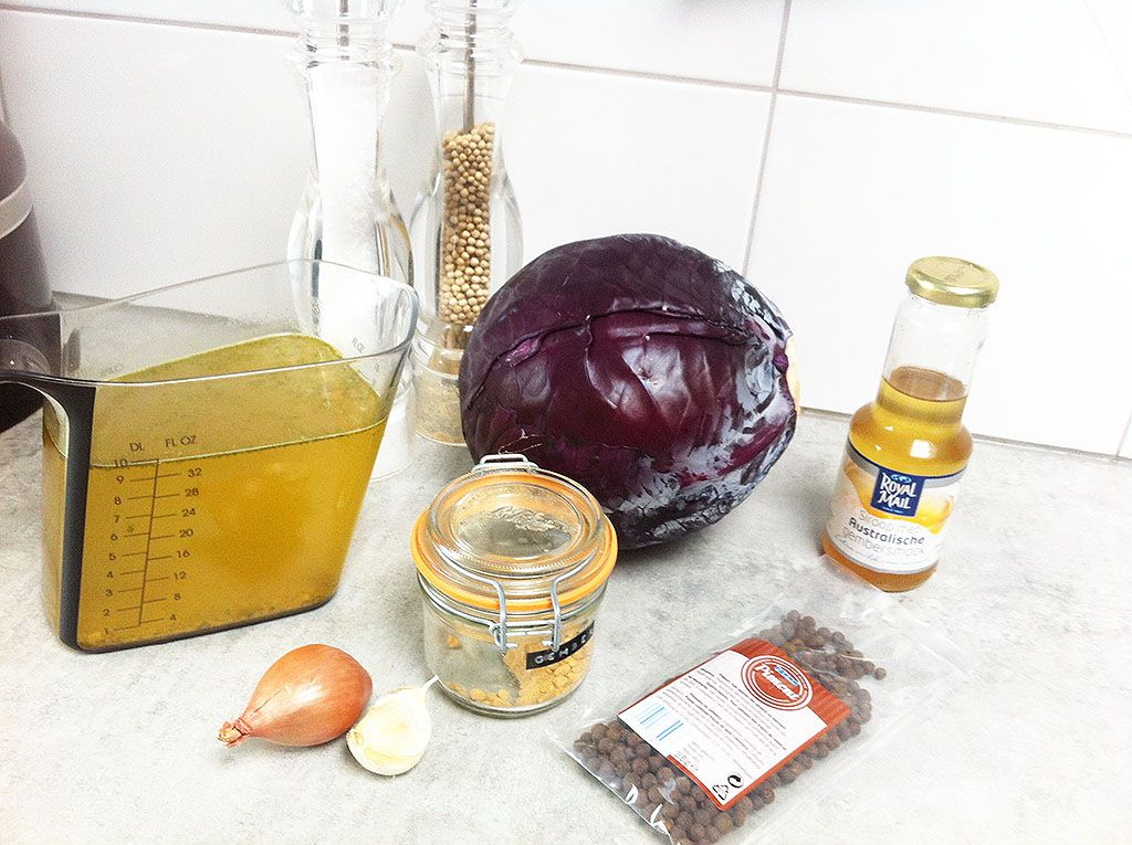 Red cabbage soup ingredients