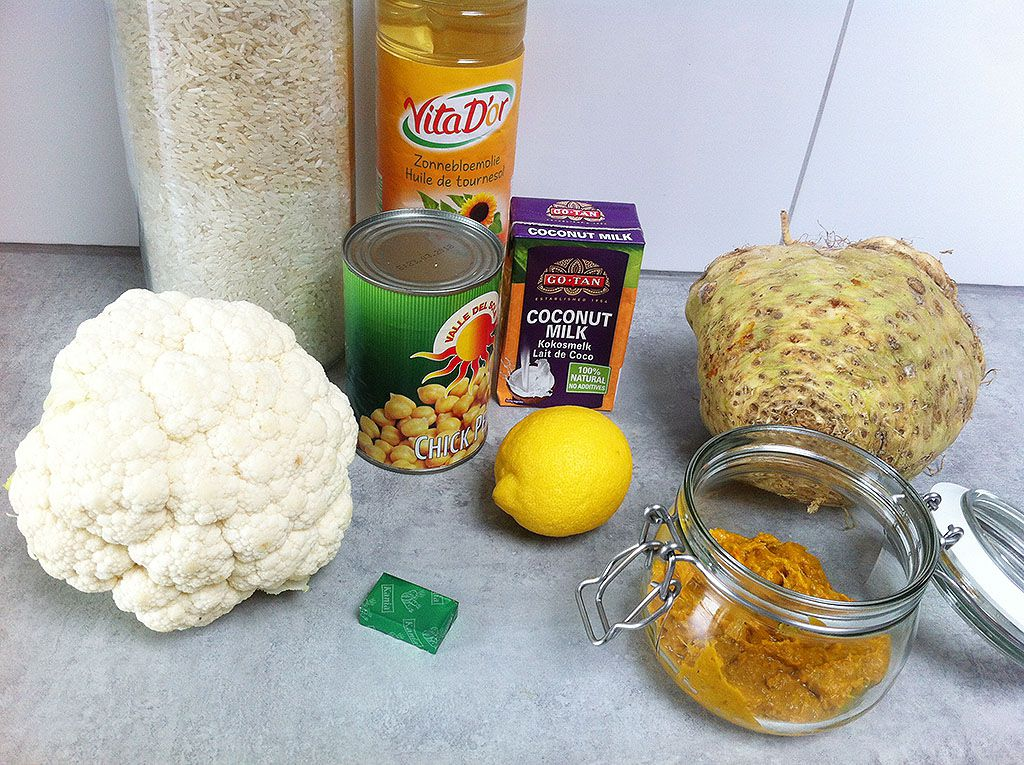 Spicy cauliflower and chickpeas curry ingredients