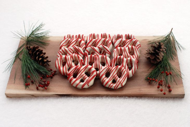 Chocolate covered pretzels Christmas style