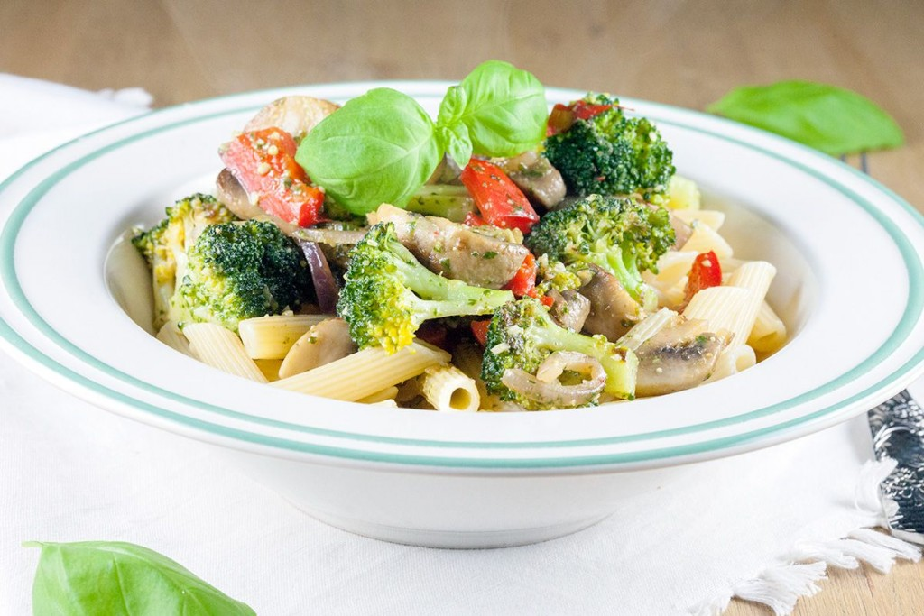 Broccoli pesto pasta - ohmydish.com