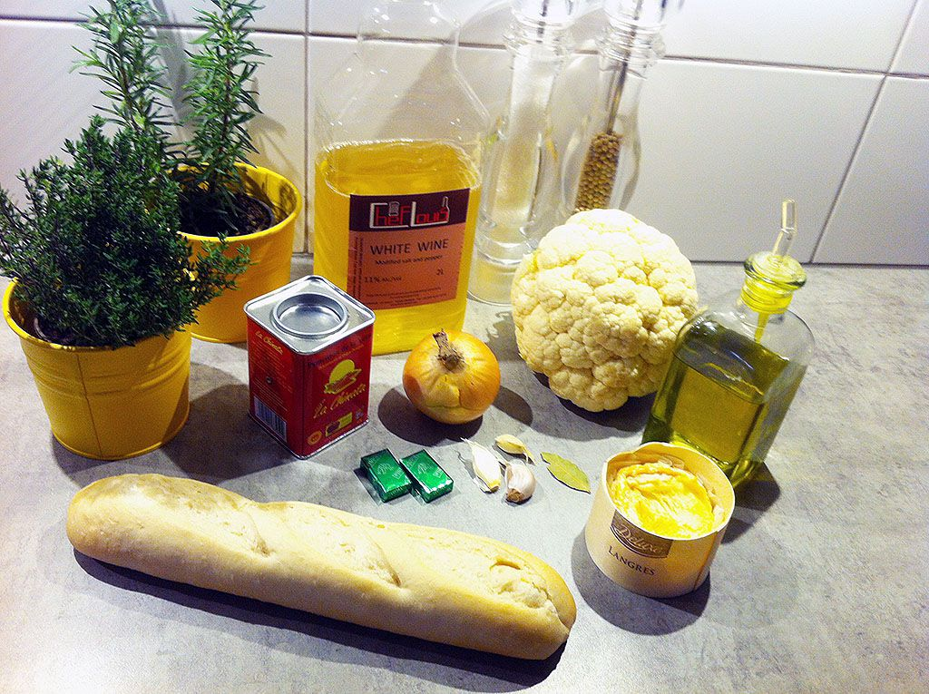 Cheesy cauliflower soup ingredients