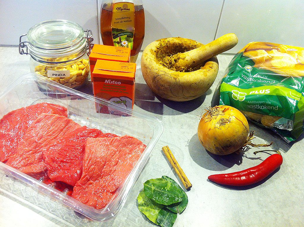 Massaman curry ingredients