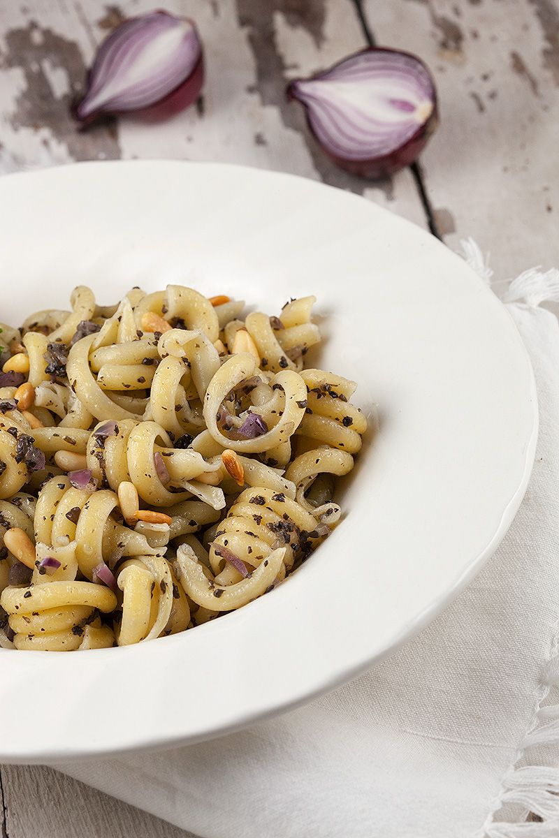 Pasta with truffle and red onion