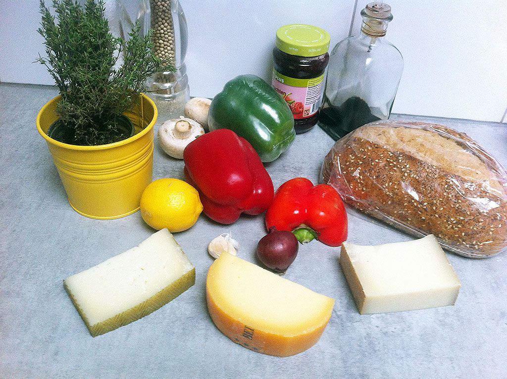 3 deluxe grilled cheese ingredients