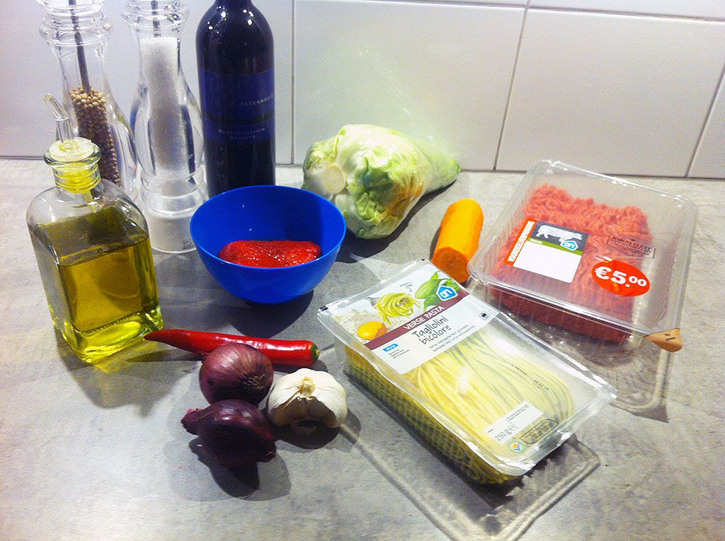 Beefy roasted red bell pepper pasta ingredients - Beefy roasted bell pepper pasta