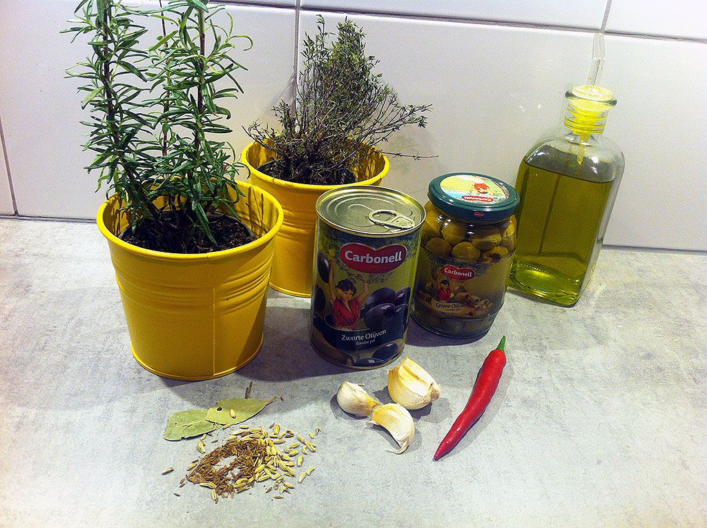 Overnight marinated olives ingredients