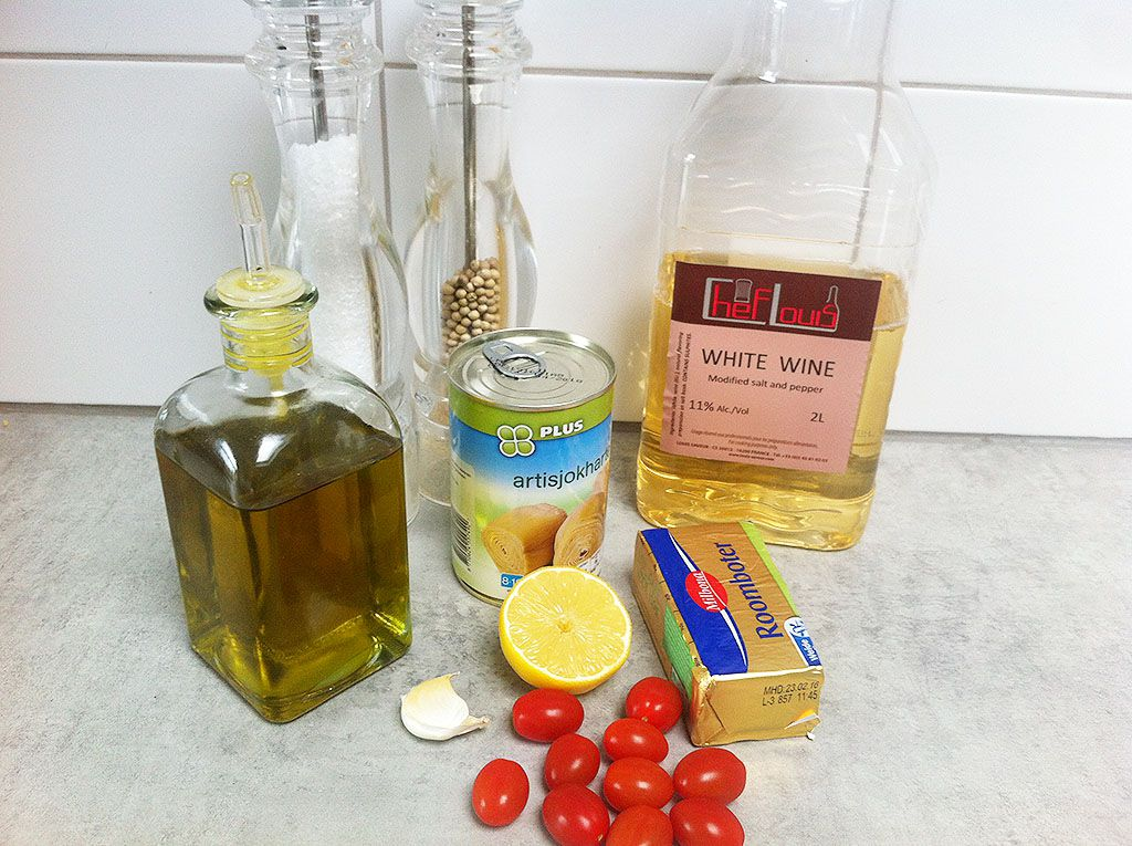 Artichoke hearts and tomato ingredients - Artichoke hearts and tomato