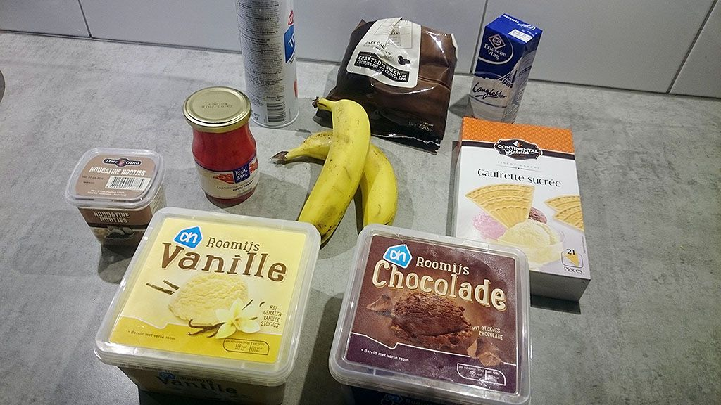 Banana split ingredients