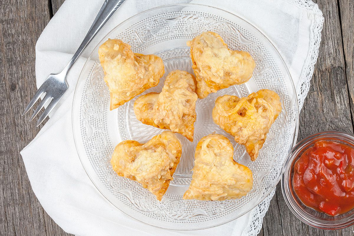 Heart-shaped puff pastry packages